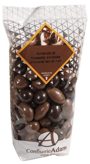 sachet de noisettes et amandes au chocolat lait et noir confiserie adam