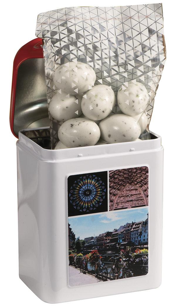 boîte cadeau borne Strasbourg avec bonbons à l'intérieur