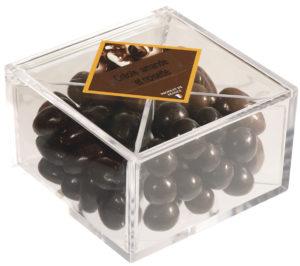 boîte cadeau de bonbons créoles amande et noisette fermée