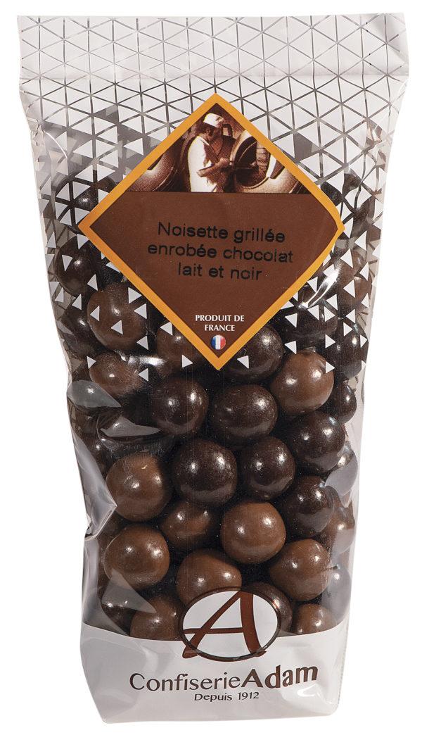 sachet de noisettes au chocolat lait et noir confiserie adam